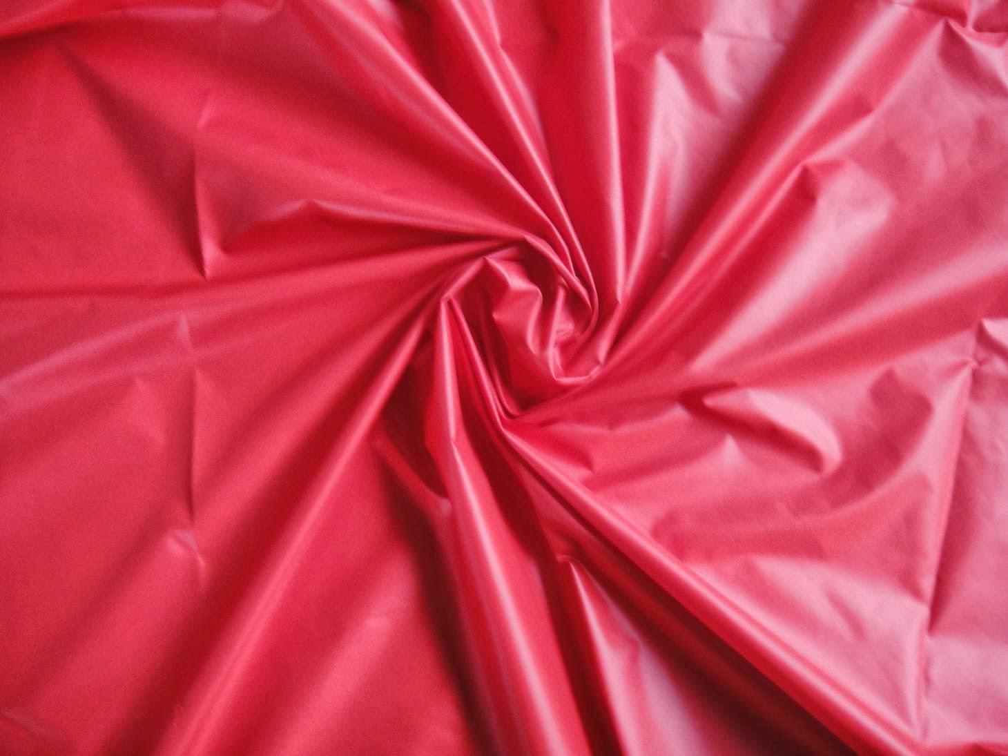 Loại chất liệu nào phù hợp để may áo khoác gió?