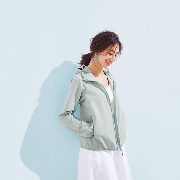 Áo khoác vải dù là một item thời trang rất được yêu thích trong mùa mưa