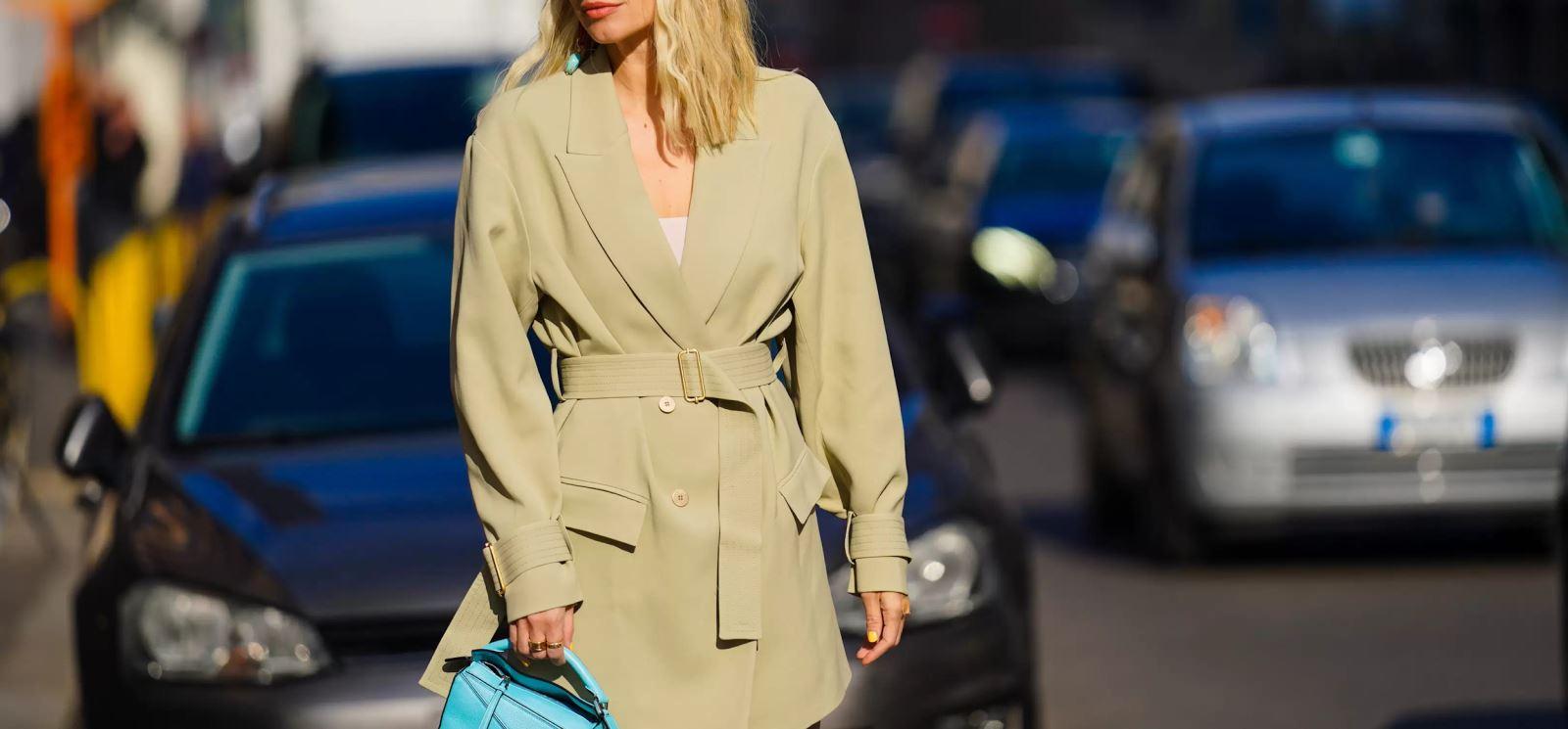 áo khoác trench coat cho người có thân hình đồng hồ cát